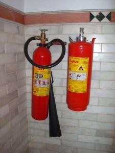 インドの中級ホテルの消火器