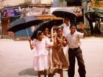 インド、日曜礼拝に向かうコーチンの家族