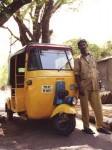 南インドのオートリキシャとそのドライバー