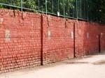 インド、神様のタイルがなくなった塀
