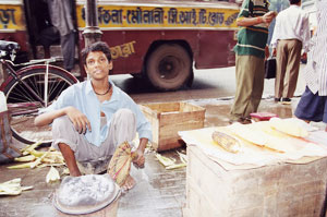 インド・コルカタのトウモロコシ屋