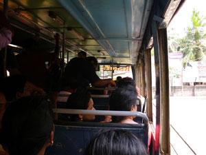 インド・クイロンからトリヴァンドラムへの路線バス