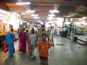 インド・マドライのバスターミナル