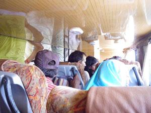 インド・ライプール発アラハバード行長距離バス