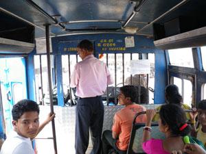 ゴアのバス