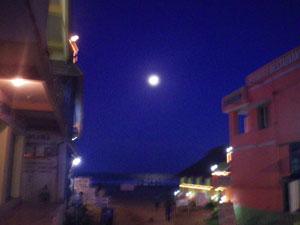 インド・マハーバリプラムの満月