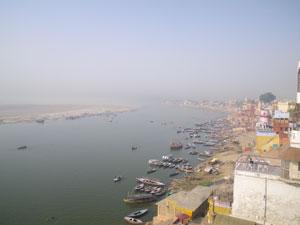 インド、ヴァラナシのガンジス河