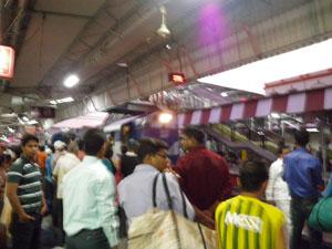 インド、ヴァラナシ駅
