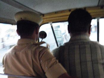 インド、オートリキシャの相乗り