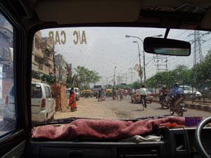 インドのタクシーの車内