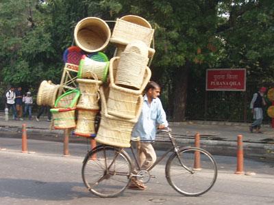 インドの自転車による運搬風景