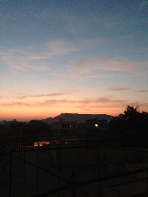 インド、ブジの夜明け