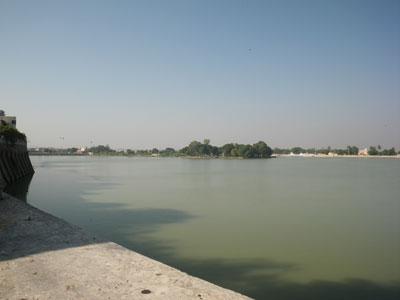 インド、ブジのハミルサール湖