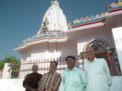 インド、ブジのヒンドゥー寺院の人たち