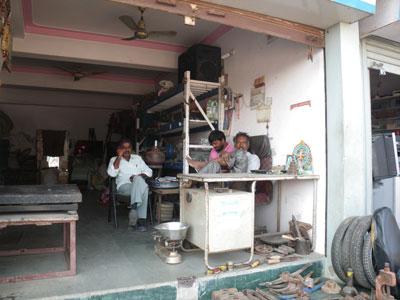 インド、ブジの修理屋