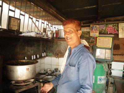 インド、ブジのチャイ屋
