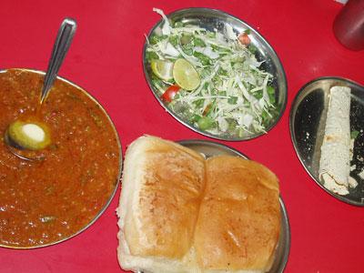 インド、ブジでの昼食