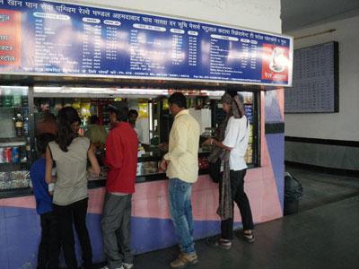 インド、ブジ駅の売店