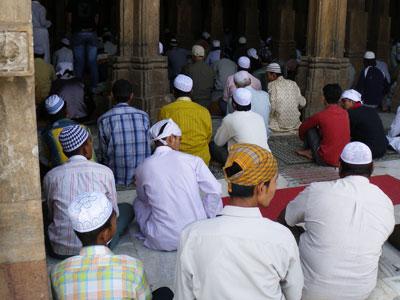 インド、イスラム教徒の礼拝風景