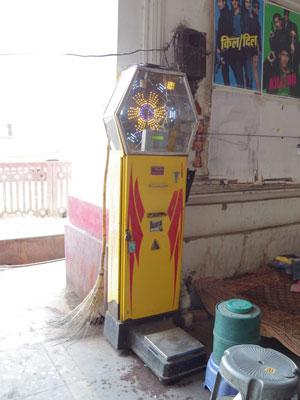 インドのコイン式体重計