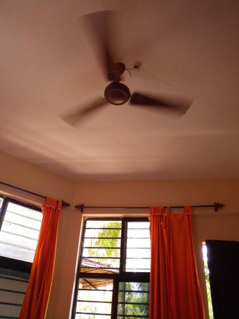インドのホテルの天井扇風機