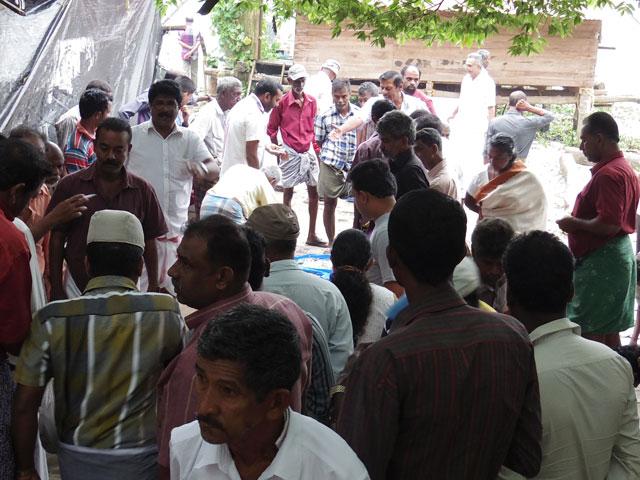南インド、ケララ州、フォートコーチンのチャイニーズ・フィッシングネットそばのセリ