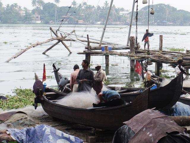南インド、ケララ州、フォートコーチンの漁船