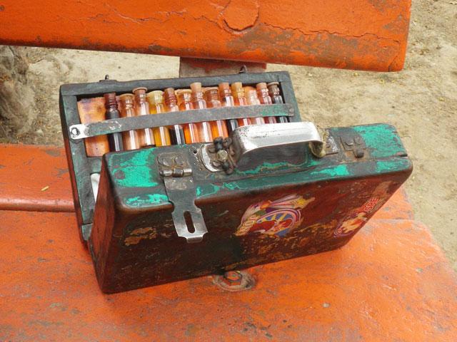 インドの耳かき屋の道具