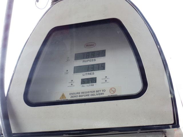 南インド、ケララ州のガソリンスタンド