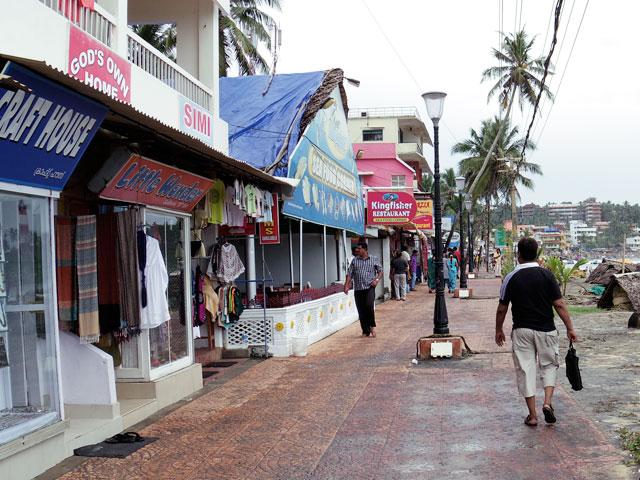 南インド、ケララ州、コヴァラムビーチ,ビーチリゾートのレストランにおける飲酒事情