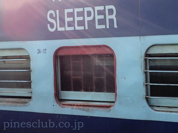 インドの列車の非常口