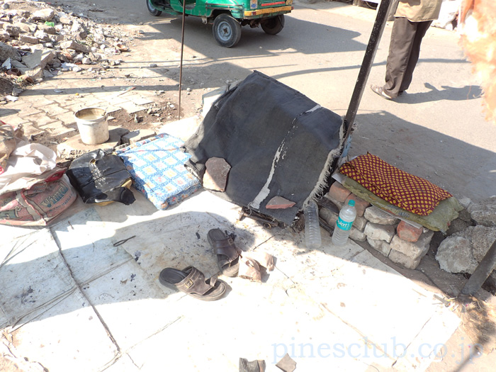 インド・道端の靴修理屋