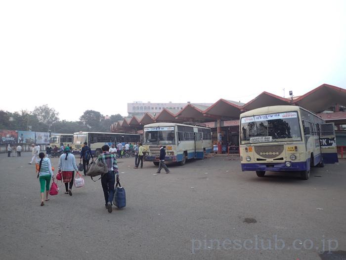 インド・バーヴナガルのバススタンド