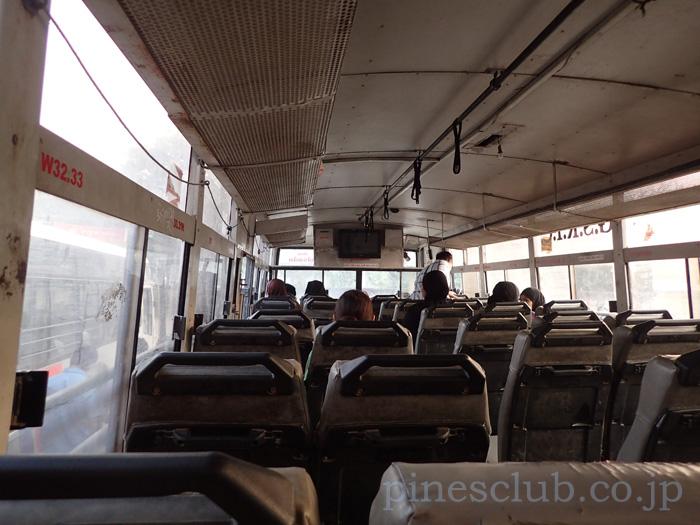 インドのバスは後ろの方が安全だと思う
