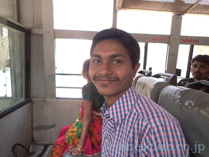インド・バスの中で親切にしてくれたあんちゃん