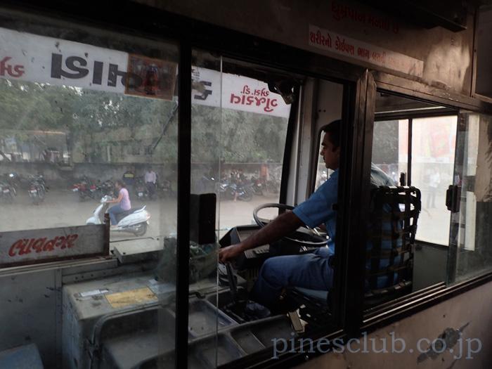 インド・バーヴナガル発ウナ行の路線バス