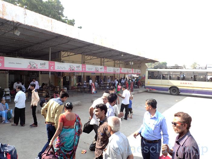 インド・グジャラート州マフーヴァのバススタンド