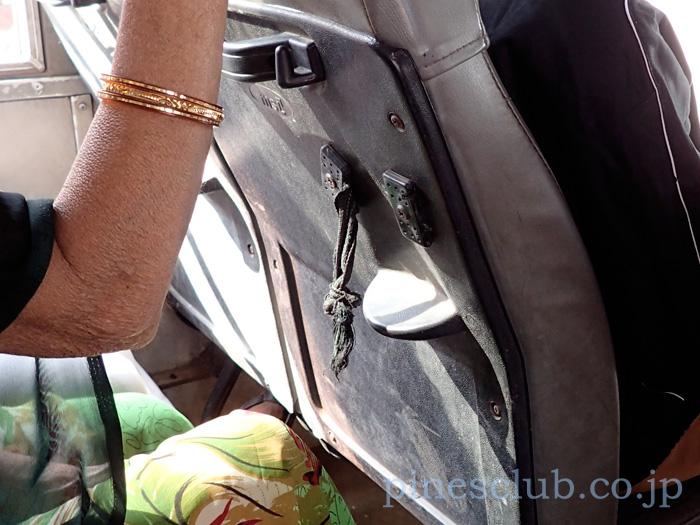 インド・路線バスの設備