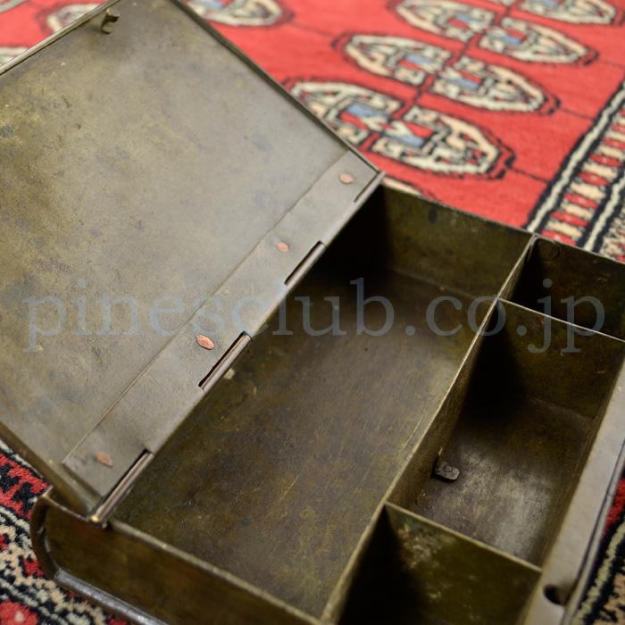 ブックタイプの真鍮製パーンケース