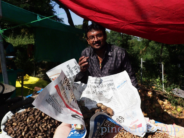 インド、グジャラートの落花生屋