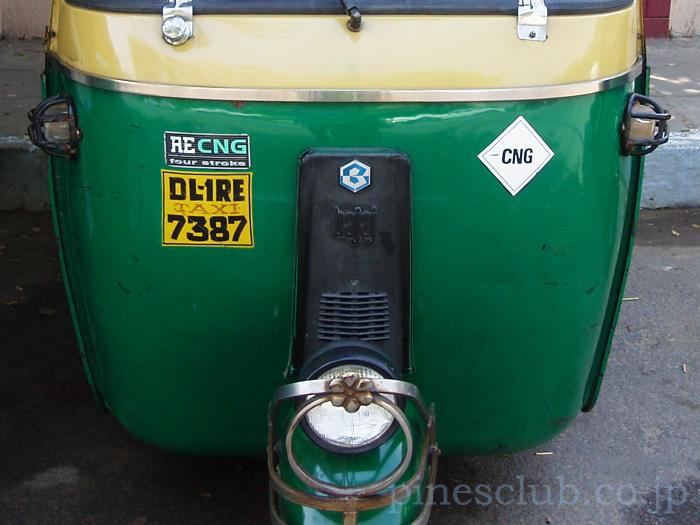 インド、CNG燃料で走るオートリキシャ
