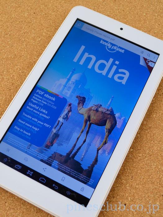 インドのガイドブックを入れたタブレット端末