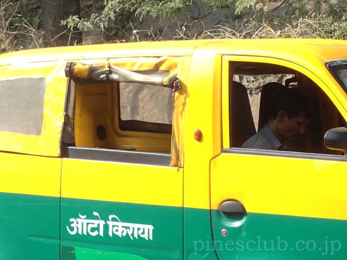インドのミニタクシー、TATA Magic Iris