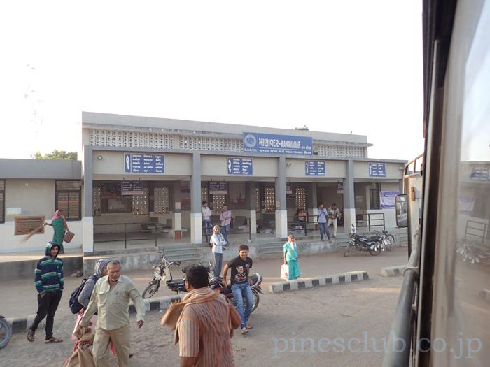 インド、グジャラート州マナバダールのバススタンド