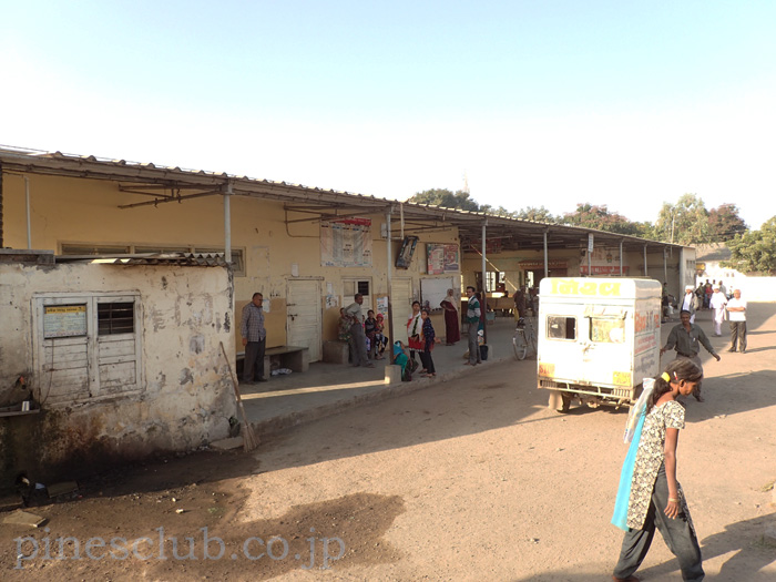 インド、グジャラート州クティヤナのバススタンド