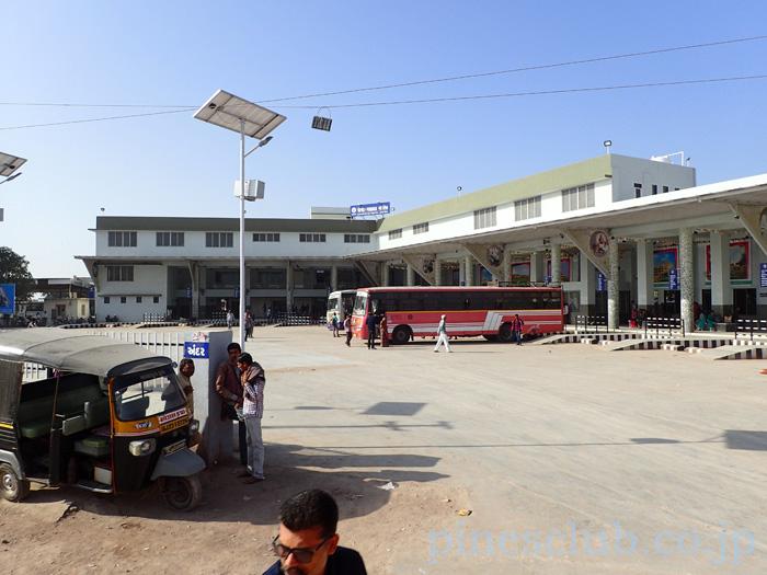 インド、グジャラート州ポルバンダールのバススタンド
