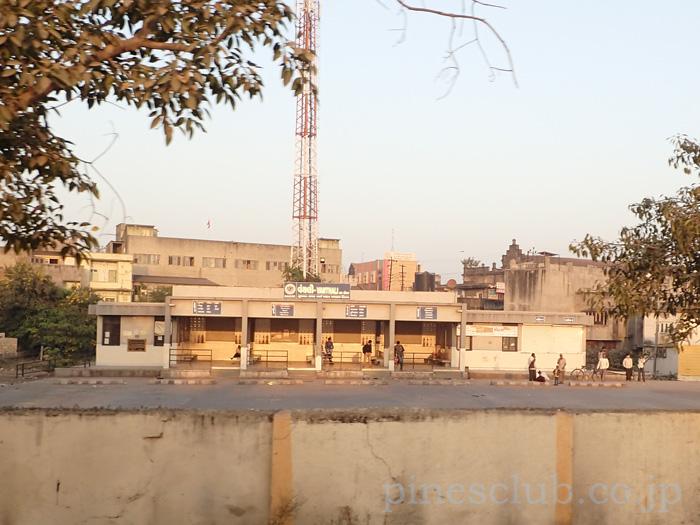 インド、グジャラート州バンタリのバススタンド