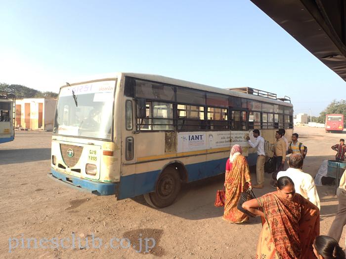 インド、グジャラート州営のバス