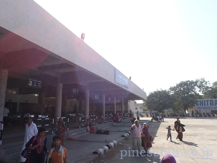 インド、グジャラート州JAMKAMBALIAのバススタンド