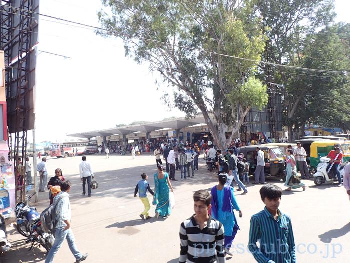 インド、グジャラート州ジャムナガルのバススタンド